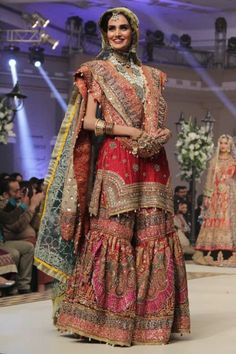 Latest Wedding Bridal Sharara Designs & Trends Collection consists of Top Pakistani & Indian Designer fancy embroidered sharara dresses! Pakistani Wedding Outfits, Pakistani Wedding Dresses, Pakistani Dress Design, Bridal Outfits, Nikkah Dress, Pakistani Couture, Shadi Dresses, Indian Dresses, Indian Outfits