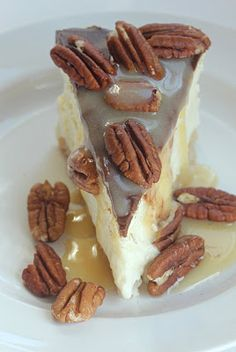 Made with blanched almond flour, vanilla almond milk, and topped with delicious pecans, this low carb turtle cheesecake is to die for! Turtle Cheesecake, Low Carb Cheesecake, Cheesecake Recipes, Dessert Recipes, Birthday Cheesecake, Cheesecake Cake, Sugar Free Desserts, Just Desserts, Delicious Desserts