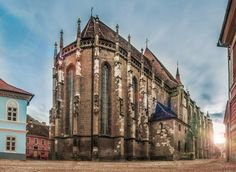 Brassó, Fekete templom - Travel to Transylvania Thomas Sanders, Medieval, Brasov Romania, Peles Castle, Visit Romania, Romania Travel, Carpathian Mountains, Black Church, Gothic Architecture