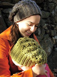 Slouchy Knit Hats are in this year!  This is one of those knit hat patterns that is going to be popular this fall and winter.  Follow the simple instructions and make your own today! Loom Knitting, Free Knitting, Knitting Patterns, Crochet Patterns, Hat Patterns, Yarn Projects, Knitting Projects, Scarf, Knitting Magazine