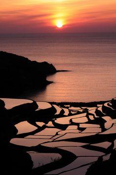 夕日に映える浜野浦の棚田(佐賀県玄海町) : 福岡ぼちぼちフォトライフ