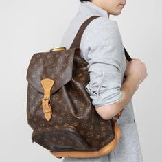 After doing a substantial amount of research we came up with the five most searched for designer bags online. Vintage Louis Vuitton Backpack, Louis Vuitton Mens Bag, Louis Vuitton Alma, Louis Vuitton Monogram, Louis Vuitton Accessories, Bag Accessories, Backpack Outfit, Vintage Backpacks, Lv Handbags