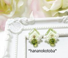 再販❤️ペリドットとガラスタイルとパールの天然石ピアス ノンホールピアス  黄緑  緑  パワーストーン   レジン  小さい  ビジュー  可愛い  グリーン  ガラス  太陽  お守り