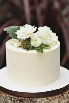 Simple, single-tier cake.