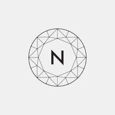 FASCINATIE - Het merk is voor mij onbekend, maar aan het logo te zien lijkt het op dat van een juwelier, vanwege de diamant vorm. Maar de simpelheid en het grafische lijnenspel spreken me aan.