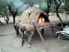 Como hacer un horno de barro. Guia paso a paso para construir un horno de barro en tu casa. Clay Pizza Oven, Clay Oven, Backyard, Patio, Outdoor Cooking, Outdoor Decor, Home Decor, Fire Places, Ovens