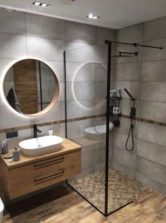 The Sleek and Stylish Wet Rooms for a Trendy Look! Washroom Design, Bathroom Design Luxury, Simple Bathroom, Bathroom Layout, Modern Bathroom Design, Home Interior Design, Bathroom Design Inspiration, Bad Inspiration, Behindertengerechtes Bad