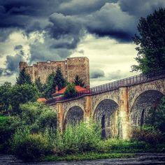Le viaduc et le château de Montrond les Bains - Loire