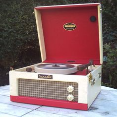 Another Dansette, featured because this Dansette Junior Deluxe record player has a very low starting price. Another refurbished model, this one dating Radio Record Player, Record Players, Vintage Records, Vintage Music, Retro Interior Design, Ebay Watches, Vinyl Junkies, Televisions, Retro Wallpaper