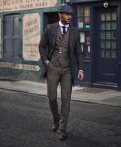 Peaky Blinders outfit - Fashion For Men Semi Casual Attire For Men, Peaky Blinders Suit, Peaky Blinders Costume, Peaky Blinders Clothing, Estilo Gangster, Dapper Day Outfits, Fall Outfits, Fashion Outfits, Dress Fashion