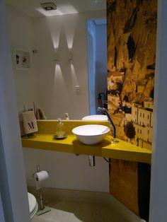 Uma foto tirada em uma viagem que se torna papel de parede para o seu banheiro.
