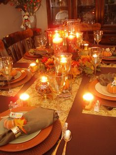 Thanksgiving maybe my most loved occasion. Do you have family and companions for Thanksgiving supper? Thanksgiving Table Settings, Thanksgiving Centerpieces, Thanksgiving Parties, Holiday Tables, Fall Table Settings, Canadian Thanksgiving, Fete Halloween, Theme Noel, Fall Home Decor