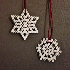 Snowflakes hama beads by prickigasystrar