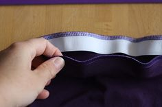 Hazeltjes: Elastiek inzetten met de lockmachine Sewing Hacks, Sewing Tutorials, Sewing Crafts, Sewing Projects, Sewing Tips, Easy Sewing Patterns, Learn To Sew, Sewing Techniques, Handicraft