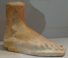 Les_Étrusques_et_la_Méditerranée Cité_du_Vatican,_musée_grégorien_étrusque ( ex voto Pied)