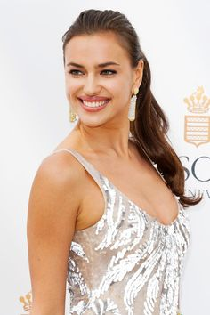 Model Irina Shayk poses at the de Grisogono photocall during the Annual Cannes Film Festival at Martinez Hotel n Cannes, France. - Irina Shayk Poses at the Cannes Film Fest Black Women Hairstyles, Straight Hairstyles, Layered Hairstyles, Irina Shayk Photos, Hair Up Or Down, Palais Des Festivals, Glamour, Ponytail Hairstyles, Prom Hairstyles