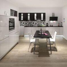 Pura, moderni mustavalkoinen keittiömalli