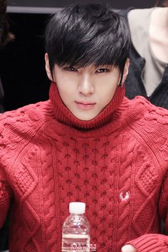 I swear he's the only person on the face of this planet who can pull off a turtleneck?¿