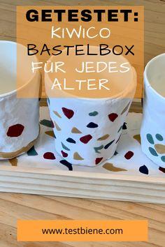 Ich mag die kühlen Tage, die zum Rückzug einladen. Dann sitze ich in meinen warmen Wollsocken eingehüllt in einen Kaschmirponcho am Kamin, lese, schreibe, zeichne oder bastle etwas mit meinen Kindern. Zugegeben, in Punkto Basteln bin ich kein Pro und immens dankbar für Schritt für Schritt Anleitungen und Bastel-Sets. Die KiwiCo Bastelbox ist da perfekt für uns! Was die Box kostet, drin ist und ob ich sie zum Basteln mit Kindern weiterempfehlen kann, das erzähle ich dir hier: