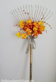 DIY Fall Welcome Sign From an Old Rake 101 love messages diy upcycle fall crafts - Diy Fall Crafts Thanksgiving Diy, Crafts To Sell, Diy Crafts, Do It Yourself Crafts, Autumn Garden, Love Messages, Fall Wreaths, Seasonal Decor, Holiday Decorations