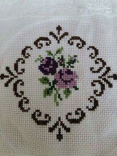 This Pin was discovered by cen Cross Stitch Boards, Cross Stitch Needles, Cross Stitch Rose, Cross Stitch Flowers, Wool Embroidery, Hardanger Embroidery, Cross Stitch Embroidery, Cross Stitch Designs, Cross Stitch Patterns