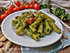 La pasta con pesto di spinaci rughetta e pomodori è un piatto semplicissimo da fare , molto gustoso, veloce e ricco di sapore