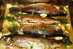 Try this Pastrav la cuptor (Peli) recipe, or contribute your own. Romanian Food, Fish And Seafood, Fish Recipes, Delish, Food And Drink, Pork, Cooking Recipes, Yummy Food, Homemade
