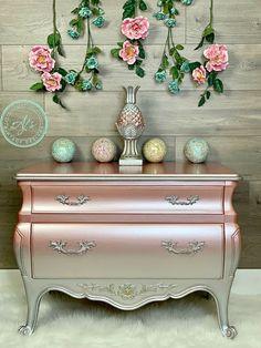 Metallic Painted Furniture, Chalk Paint Furniture, Funky Furniture, Refurbished Furniture, Repurposed Furniture, Shabby Chic Furniture, Furniture Projects, Furniture Makeover, Barbie Furniture