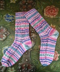 Socken mit Ajourmuster, R0259 - Gratisanleitung