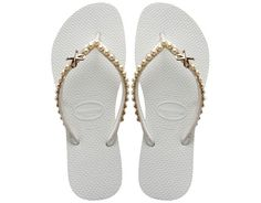 Because it's summer and we are seeing so many beach weddings here and there. I decided to show you some cute flip flops you can use to a seaside affair. Havaianas came out with a bridal collection that is all about the glitz! Sparkling Swarovski crystals, dainty ribbons and feminine elements make these rubber beauties…