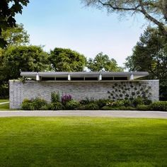 Mid-Century modern exterior by Welch Forsman Associates Mid Century Style, Mid Century House, Mid Century Modern Design, Mid Century Exterior, Modern Landscaping, Landscaping Ideas, Architect House, Modern House Plans, Modern Exterior