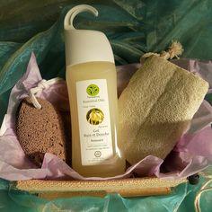 Panier cadeaux n°2  dans une belle boite en toile de jute il contient : 1 pierre ponce volcanique naturelle, une Loofa égyptienne 100% naturelle et un gel douche Relaxant aux huiles essentielles