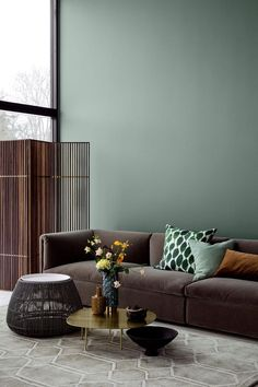 Warum Grün die Lieblingsfarbe unserer Zeit ist und wie sich der Trend im Interi… Why green is the favorite color of our time and how the trend in the interior can be implemented particularly well with fabrics. – DECO HOME. Retro Home Decor, Cheap Home Decor, 1950s Decor, Color Trends 2018, Modern Interior Design, 2018 Interior Design Trends, Home Interior Colors, Contemporary Interior, Colorful Interiors