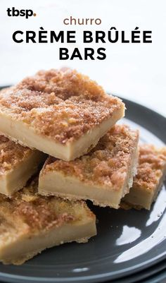 If crème brûlée and carnival churros fell in love and had a baby, that baby would taste like this insanely tasty cinnamon-topped custard bar. Just as delicious as fancy crème brûlée but way, way easier to make, this mash-up is addictingly tasty. Köstliche Desserts, Delicious Desserts, Dessert Recipes, Yummy Food, Yummy Yummy, Bar Recipes, Bon Dessert, Dessert Bars, Yummy Treats