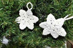 Julepynt snøkrystaller Barn, Christmas Ornaments, Holiday Decor, Converted Barn, Christmas Jewelry, Christmas Decorations, Barns, Christmas Decor, Shed