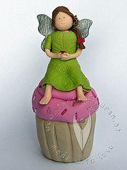 Gartenkugel (Rosenkugel) Cupcake Elfe Cupcake, Disney Princess, Disney Characters, Archangel, Personalized Gifts, Saints, Cupcakes, Cupcake Cakes, Disney Princesses