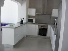 Silestone Aluminio Nube Kitchen Island, Kitchen Cabinets, White Cupboards, Dream Kitchens, Table, Furniture, Dreams, Home Decor, Kitchen White
