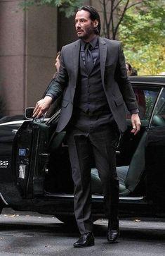 Look de Keanu Reeves: Traje de Tres Piezas Negro, Camisa de Vestir Negra, Zapatos Derby de Cuero Negros, Corbata Negra