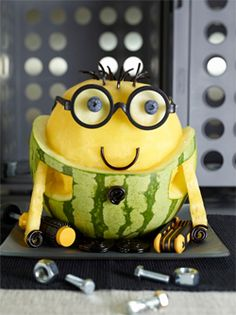 The cutest little Minion you ever did see... Edible crafts for kids are great ways to get kiddos to eat healthy!