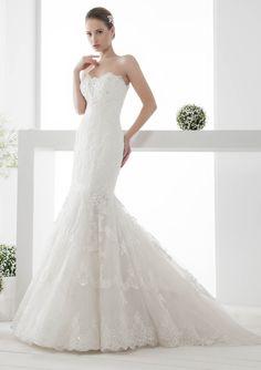 Kanten trouwjurk. Nicole Spose trouwjurk model JOAB14001IV.  Maak een vrijblijvende pasafspraak bij bruismode winkel Unique Bridal in Den Haag