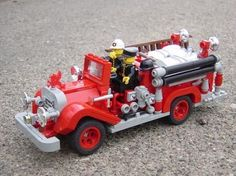 Fire Engine inspired by the 1929 American LaFrance 1934 Sanford-Ford Cub Jr and other classic trucks. Lego Cars, Lego Truck, Toy Trucks, Fire Trucks, All Lego, Lego Moc, Lego Lego, Cool Lego Creations, Lego Worlds