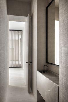 Monte Esquinza is a minimalist interior located in Madrid, Spain, designed by OOAA Interior Design Magazine, Interior Design Studio, Interior Design Inspiration, Interior Ideas, Minimalist Toilets, Minimalist Bathroom, Bad Inspiration, Bathroom Inspiration, Minimalist Home Interior