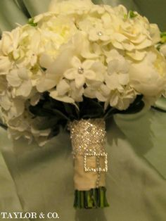 Sparkly twist to your bouquet