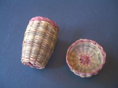 MINIATURE SWEETGRASS NATIVE AMERICAN BASKET SEWING THIMBLE HOLDER W/LID