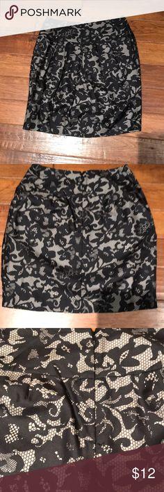 Banana Republic Faux Lace Skirt / Size 6 High waisted Size 6 Banana Republic Banana Republic Skirts Pencil