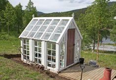 Drömväxthuset i vintagestil skapades av gamla fönster.