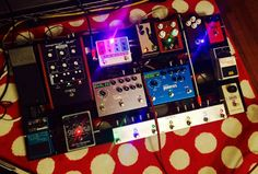 Always regretted quitting piano lessons, so I filled an empty @Pedaltrain spot with a @RedWitchPedals Synthotron.