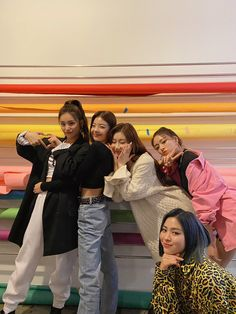 Yeji: Ecel Lia: me Ryujin: Kirey Cheryong: Kim Yuna: putri Kpop Girl Groups, Korean Girl Groups, Kpop Girls, Korean Boy, South Korean Girls, Programa Musical, Soyeon, These Girls, New Girl