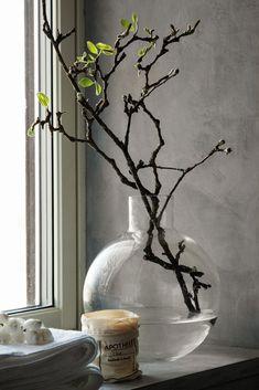 Pella Hedeby: Lyft badrummet med betongputs - My home Pella Hedeby, Window Sill Decor, Deco Floral, Ikebana, Plant Decor, Home Decor Inspiration, Flower Vases, Flower Decorations, Planting Flowers