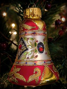I love the new 'vintage' style ornaments... via Flickr.